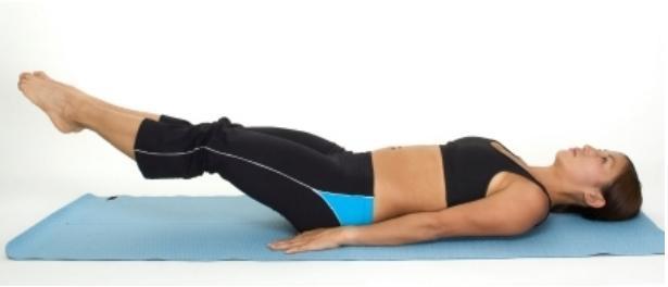 exercice de battement de jambes pour les abdominaux